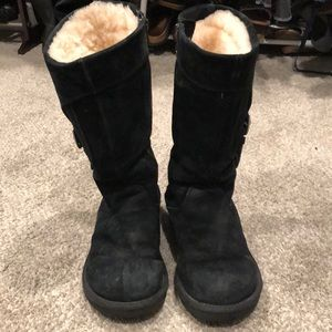 Ugg boots mid size